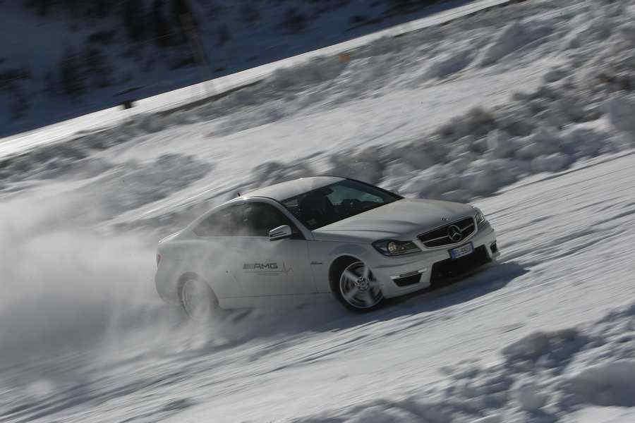 Traversone Trazione 4Matic Mercedes sulla neve