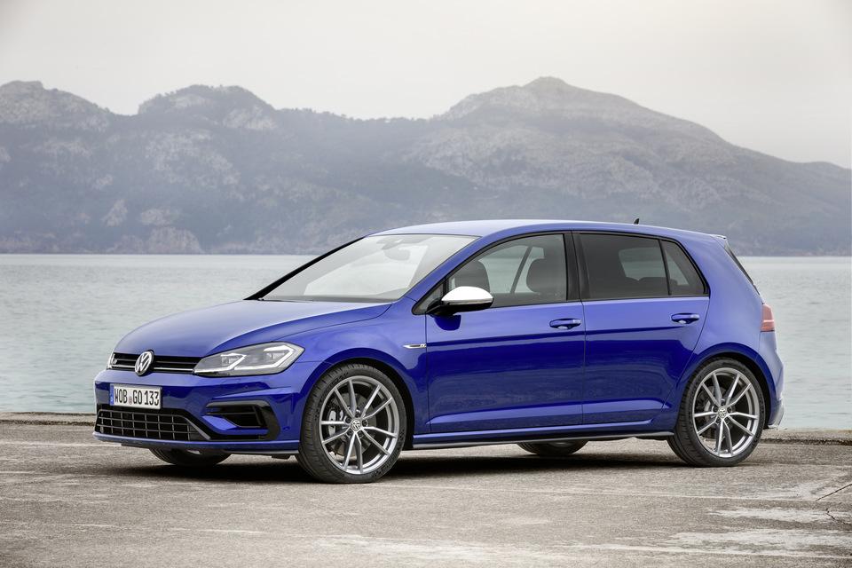 Volkswagen_Golf_R_2017_prime_immagini_24