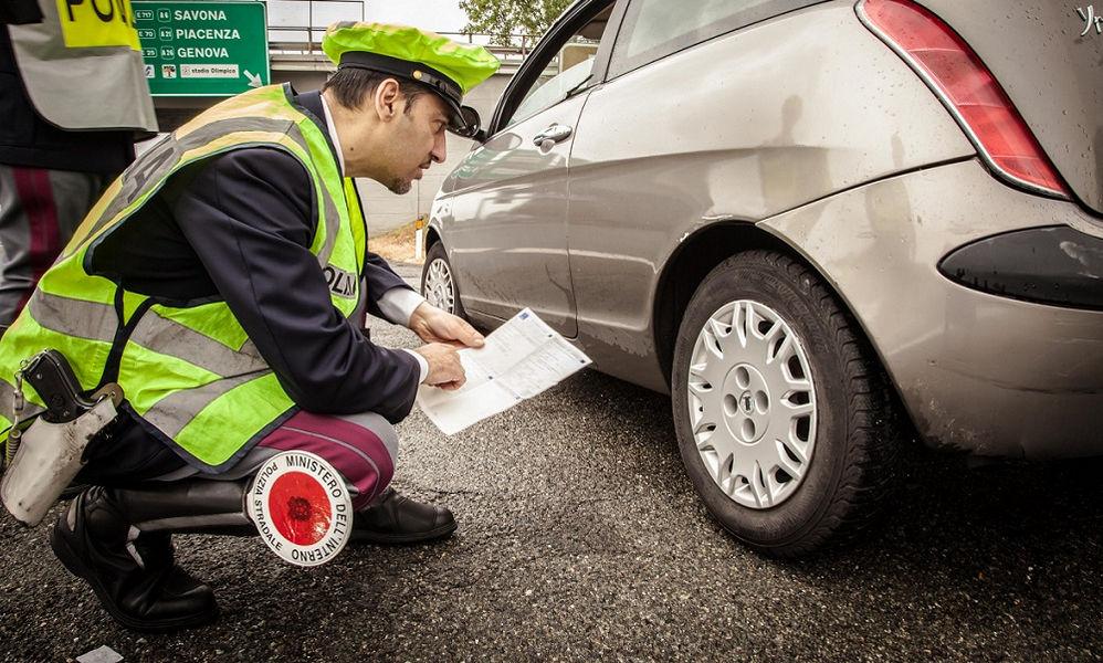 Per essere in regola con la legge il codice di velocità  apposto sul pneumatico deve essere lo stesso di quello riportato sul libretto di circolazione