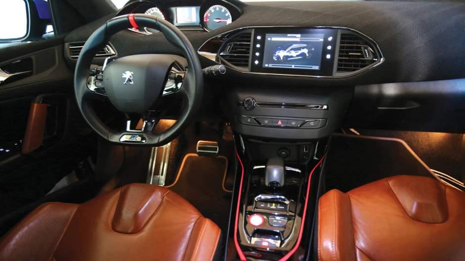 Peugeot_308R_Hybrid_interni