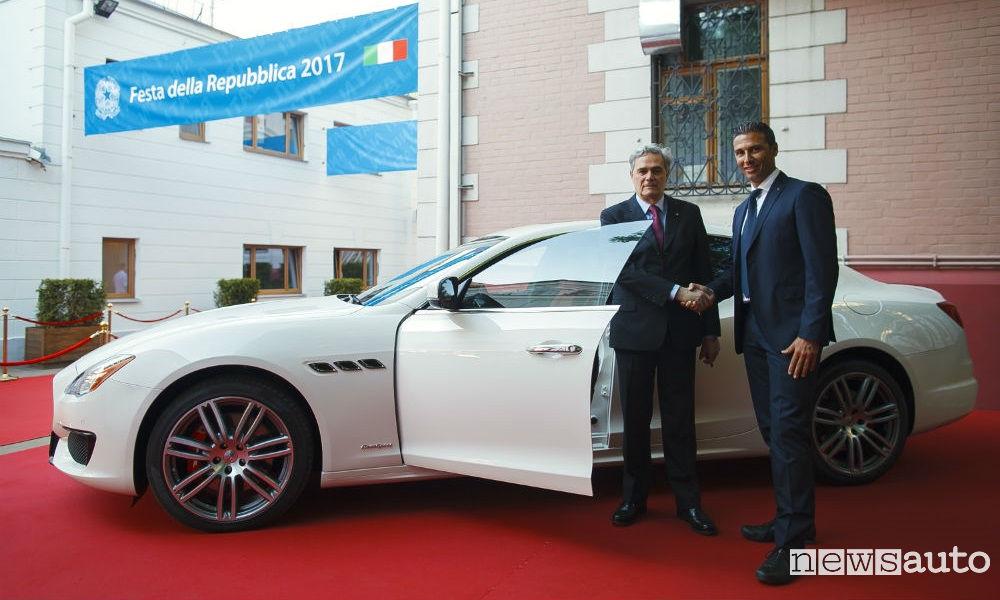 Maserati-Quattroporte-Ambasciatore-italiano-Mosca-Cesare-Maria Ragaglini-con-Tobia-Rosati-GM-Maserati