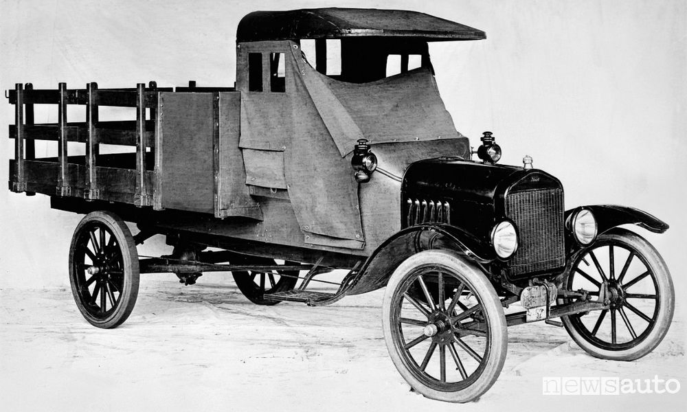 Photo of Ford anniversario, primo  veicolo commerciale 100 anni