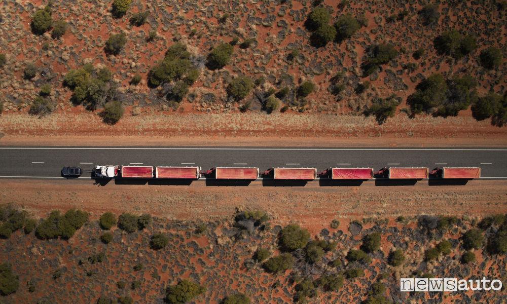 Photo of Le foto del Discovery che traina un Road Train