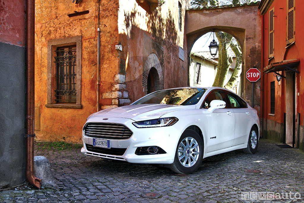Ford Mondeo 10 auto ibride più vendute in italia
