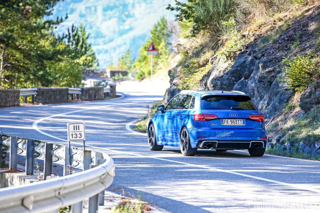 Audi RS3 vista posteriore 2017 prova su strada