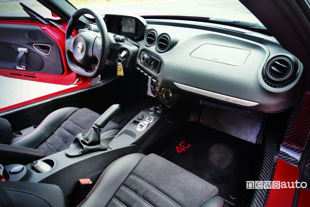 Alfa Romeo 4C interni