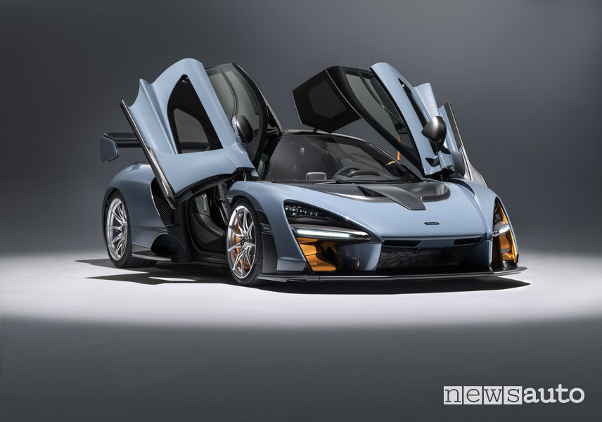 McLaren Senna di colore grigio