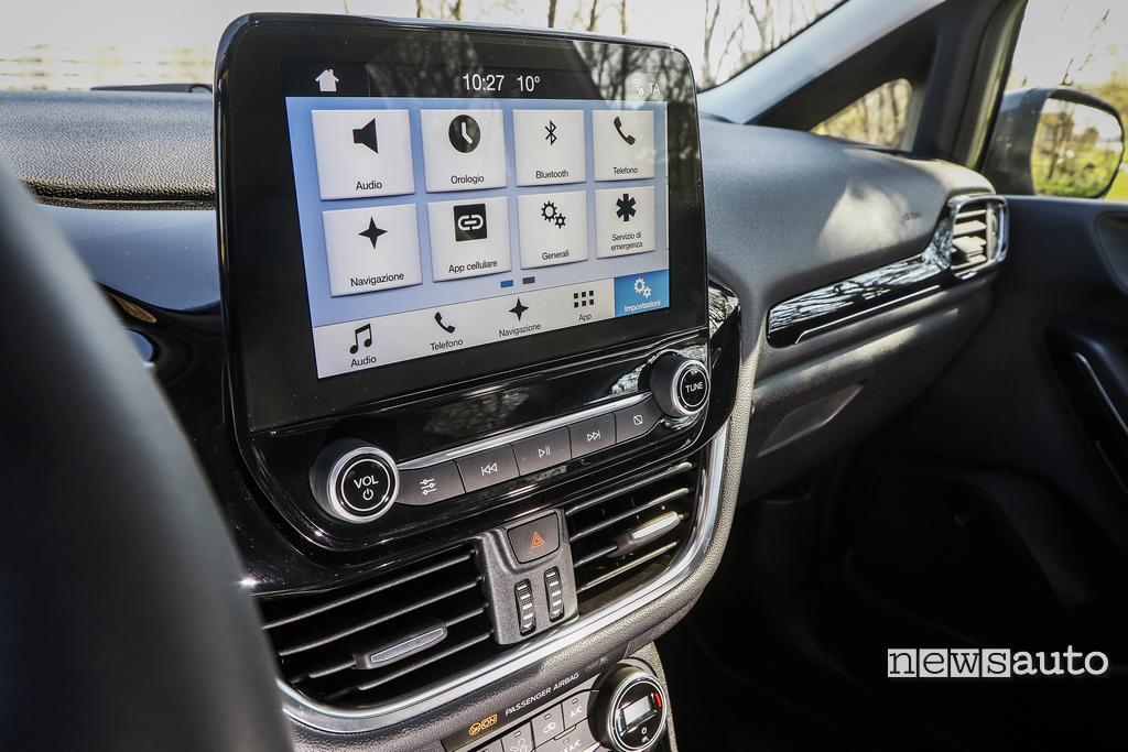 Ford Fiesta 2018 interni display 8 pollici allestimento titanium