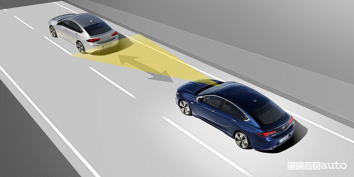 ADAS Cruise Control Adattivo riduce la velocità in base a quella dell'auto che ci precede