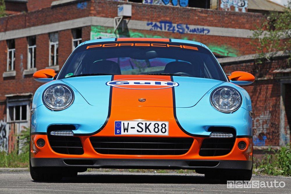 Porsche 911 Turbo Gulf vista frontale