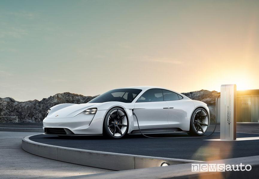 Auto sportiva elettrica: Porsche Taycan