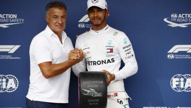 F1 2018 qualifiche Gp Ungheria: Alesi consegna il Pirelli Pole Position Award ad Hamilton