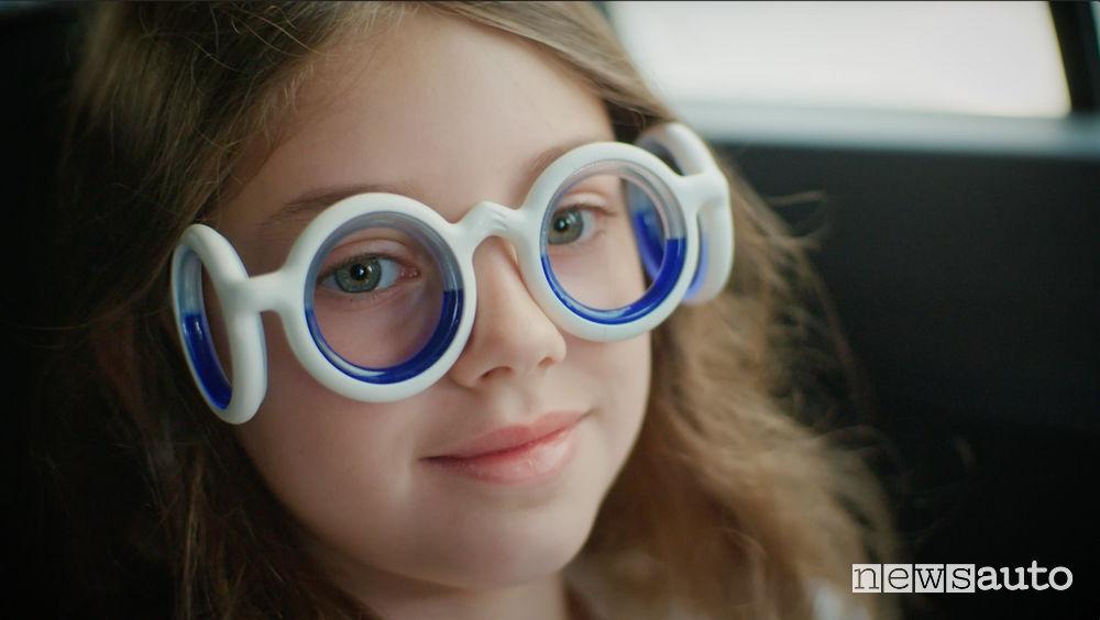 Mal d'auto arrivano gli Occhiali contro la nausea