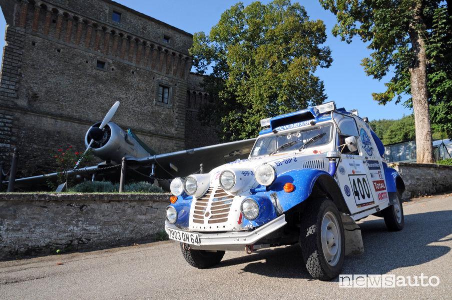 Citroen 2CV che ha partecipato alla Dakar 2007, vista di profilo