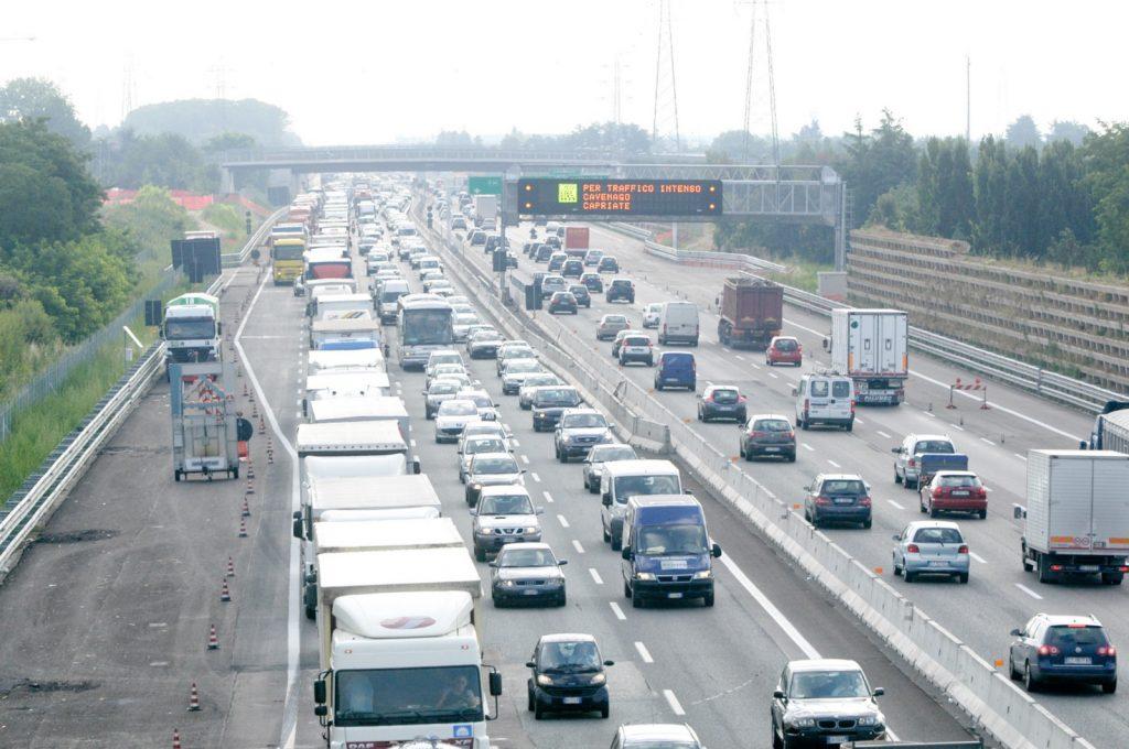 Code in autostrada con traffico Autostradale da bollino nero