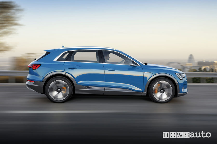 Audi e-tron blue, vista laterale