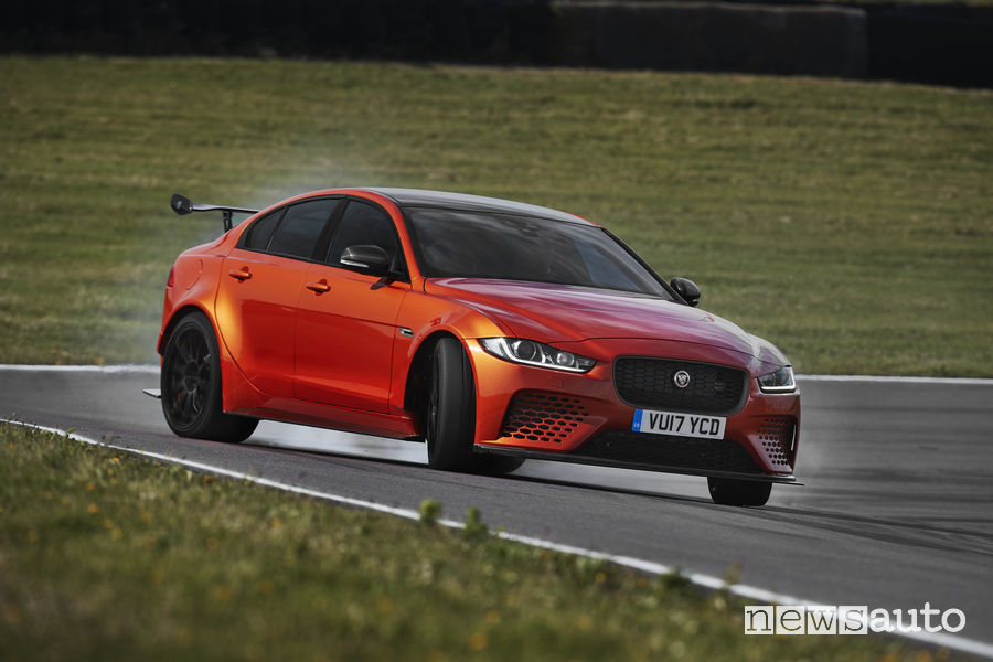 Jaguar XE SV Project 8, drift