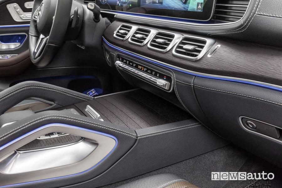 Mercedes-Benz GLE 2019, comandi nell'abitacolo