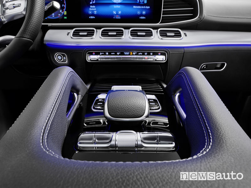 Mercedes-Benz GLE 2019 AMG Line, touchpad controller