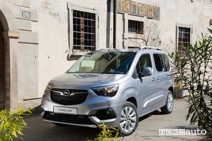Opel_Combo Life 2019, vista di profilo