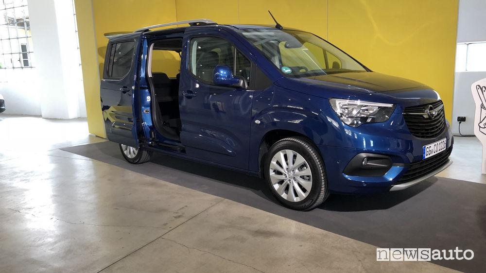 Opel_Combo Life 2019 all'interno della Fabbrica Bollate (MI)