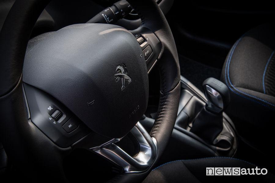 Peugeot_208 Signature, volante