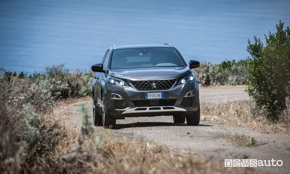 Peugeot_3008 in Sardegna, vista frontale sterrato
