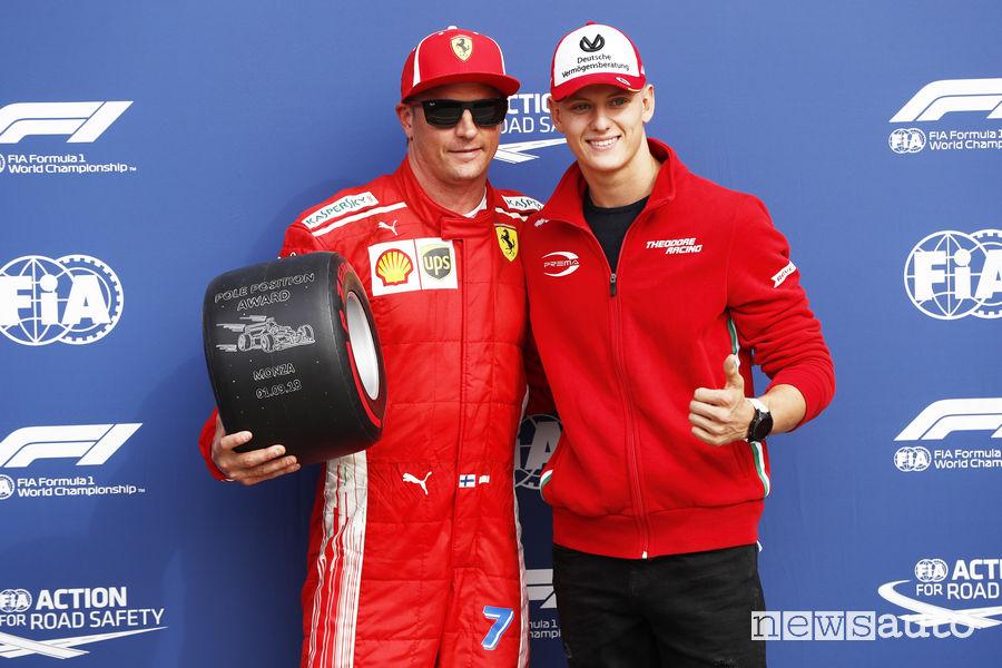 Raikkonen riceve il Pirelli Pole Position Award da Mick Schumacher