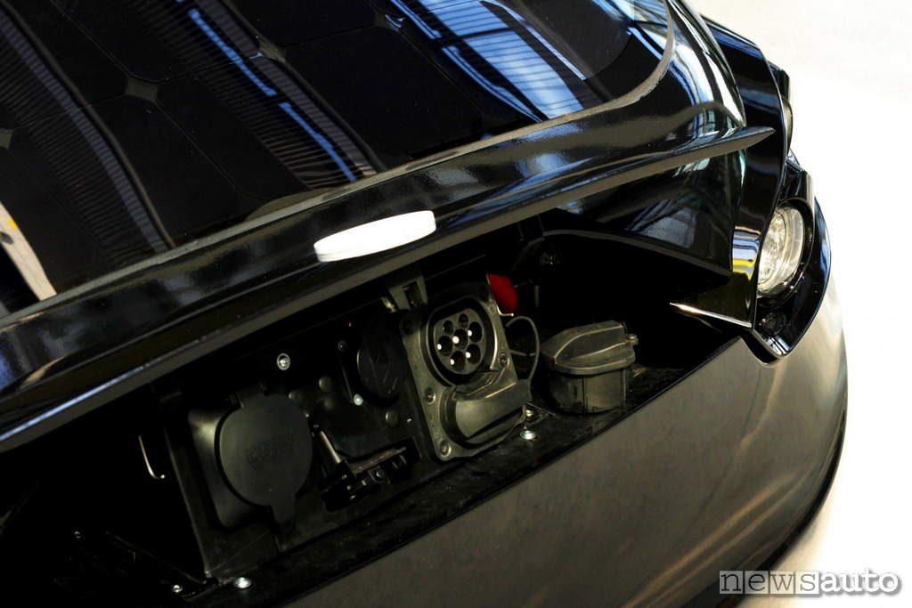 Pannello Solare Per Ricaricare Auto Elettrica : Auto elettrica ricarica ad energia solare per la sono