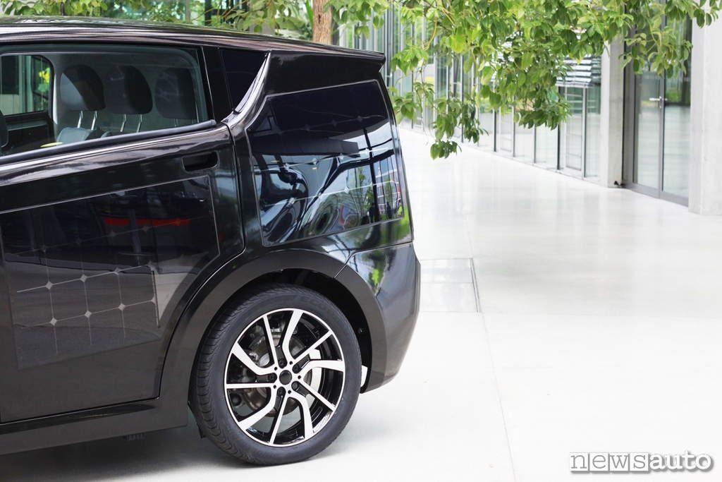 Sono Motors Sion 2019 dettagli posteriore con pneumatico auto elettrica