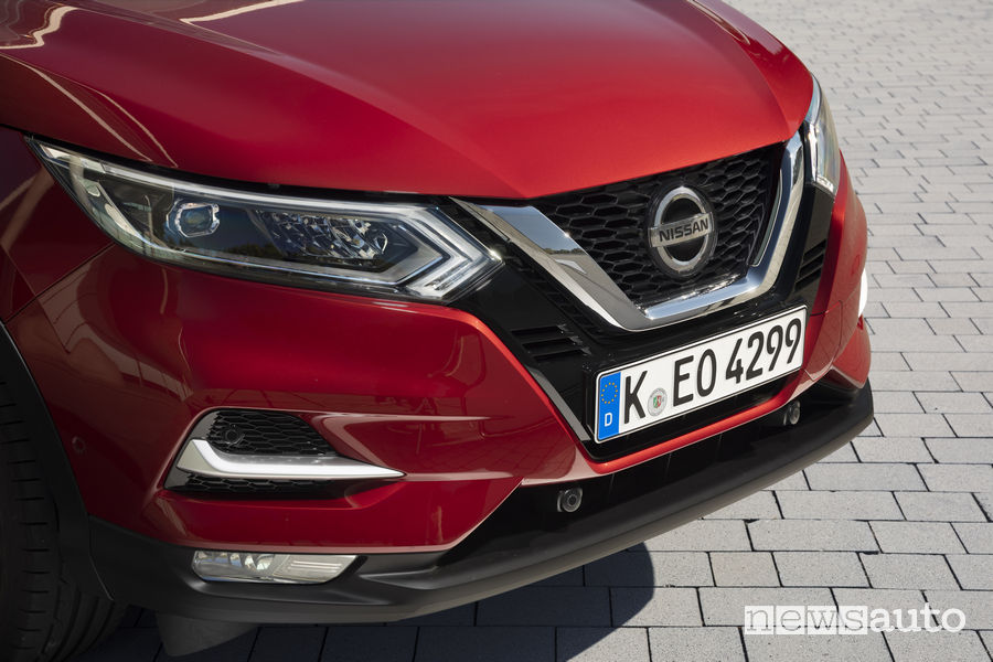 Nissan_Qashqai 2019 rosso, frontale