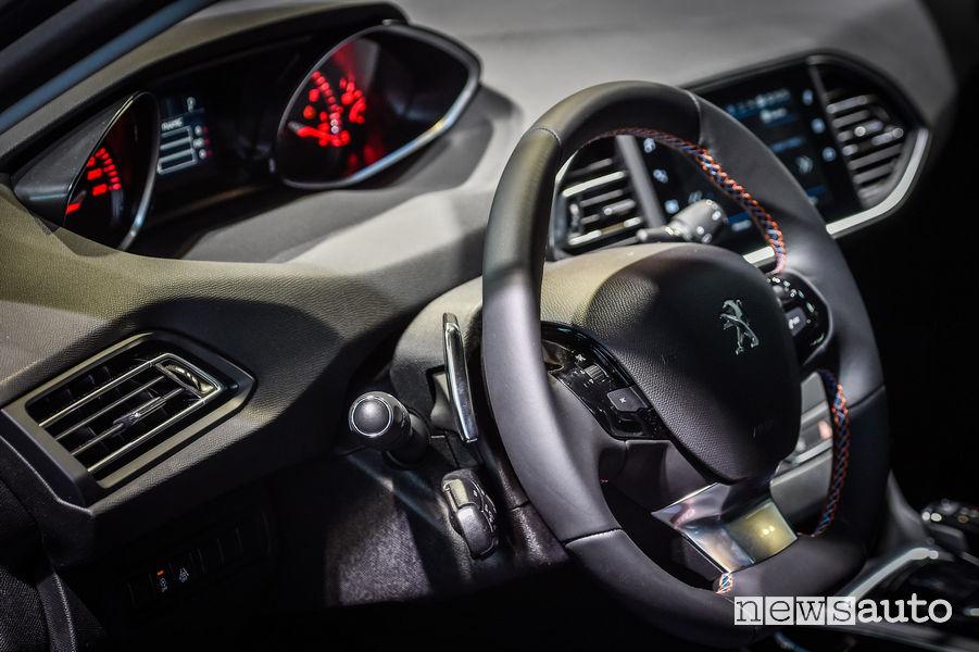 Peugeot_308 Tech Edition, volante in pelle