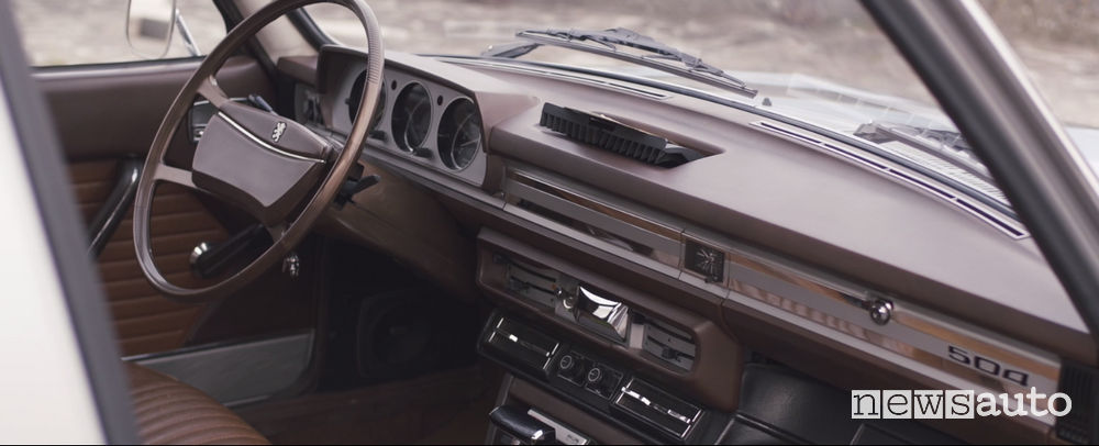 Abitacolo Peugeot_504 berlina TI con cambio automatico