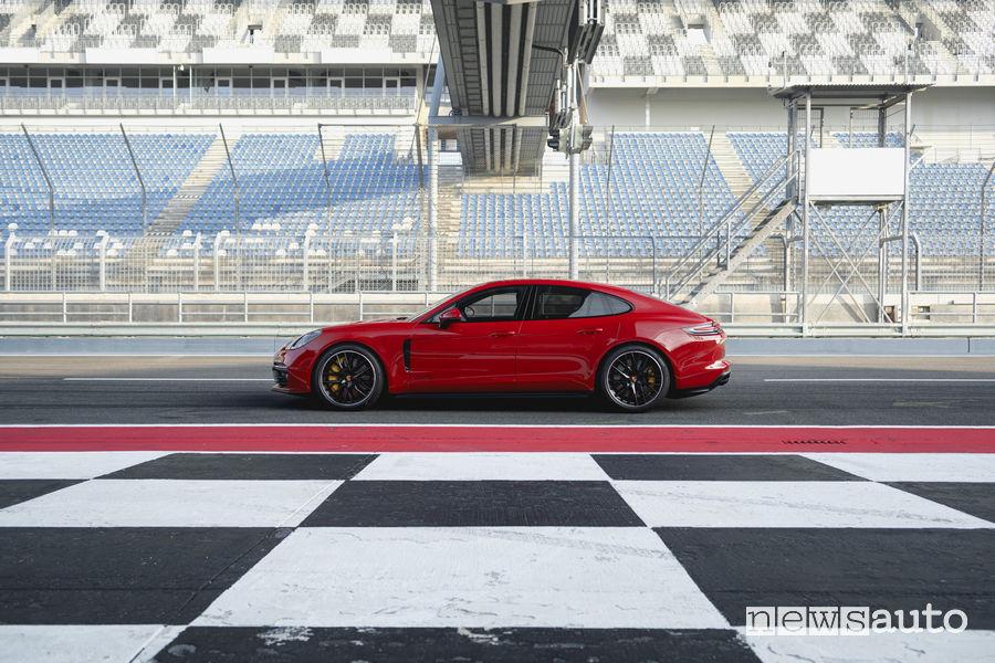 Porsche_Panamera GTS Sport Turismo, vista laterale