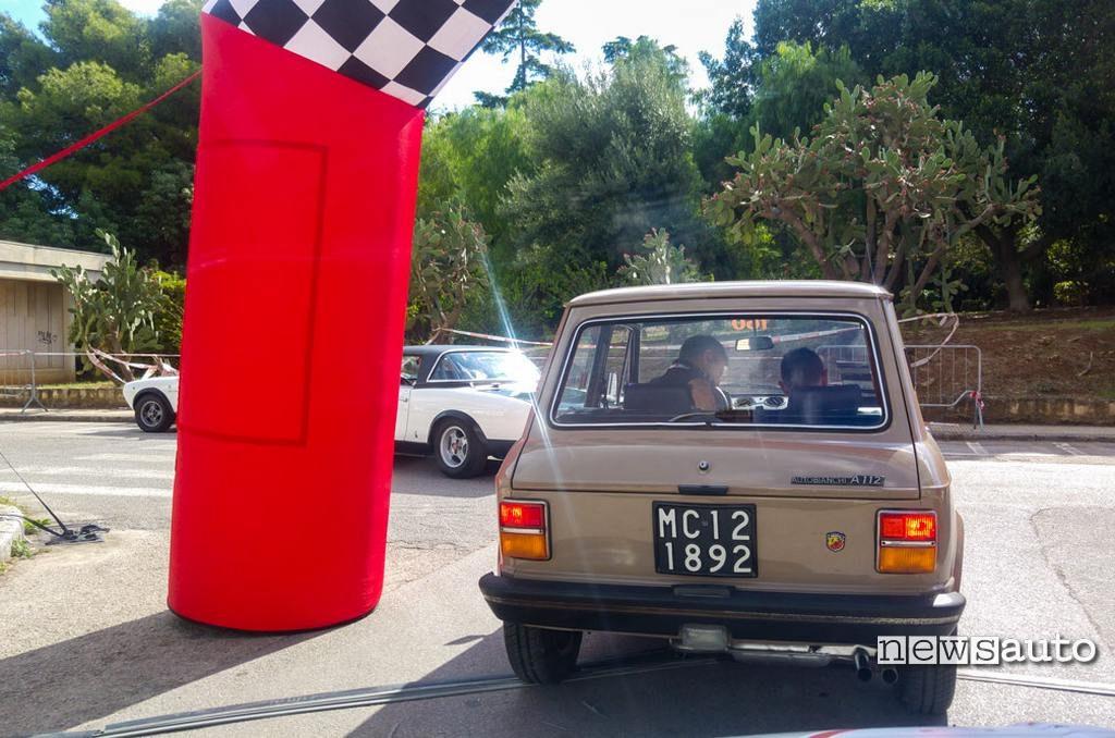 Vecchia targa auto italiana storica sfondo nero, Targa Florio Classic 2018