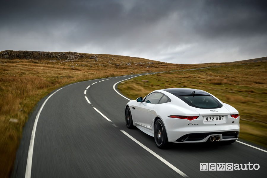 Jaguar_F-Type Chequered Flag Limited Edition, vista posteriore