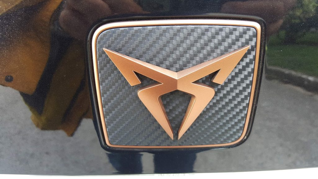 Logo Cupra tribale rame e carbonio posteriore