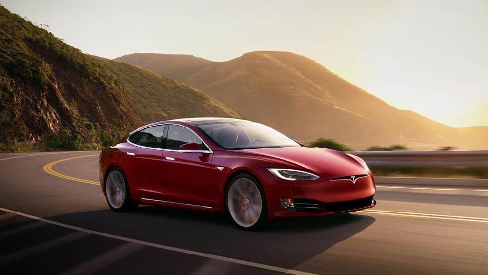 Tesla Model S auto elettrica sportiva
