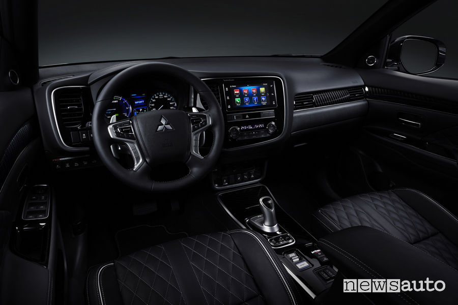 Mitsubishi_Outlander PHEV 2019, plancia strumenti