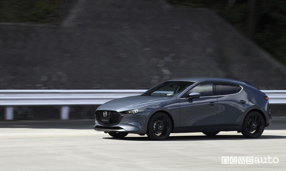Nuova_Mazda3 hatchback, vista laterale