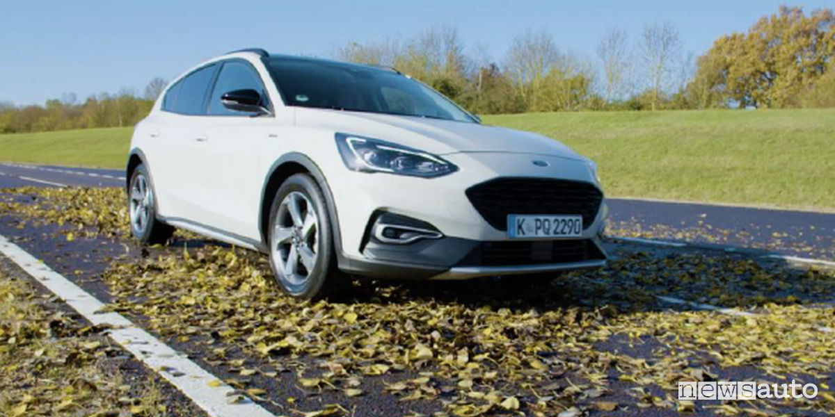 Guida in autunno Ford Focus Active