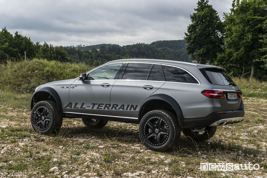 Vista laterale della Mercedes-Benz Classe E All-Terrain 4x4²