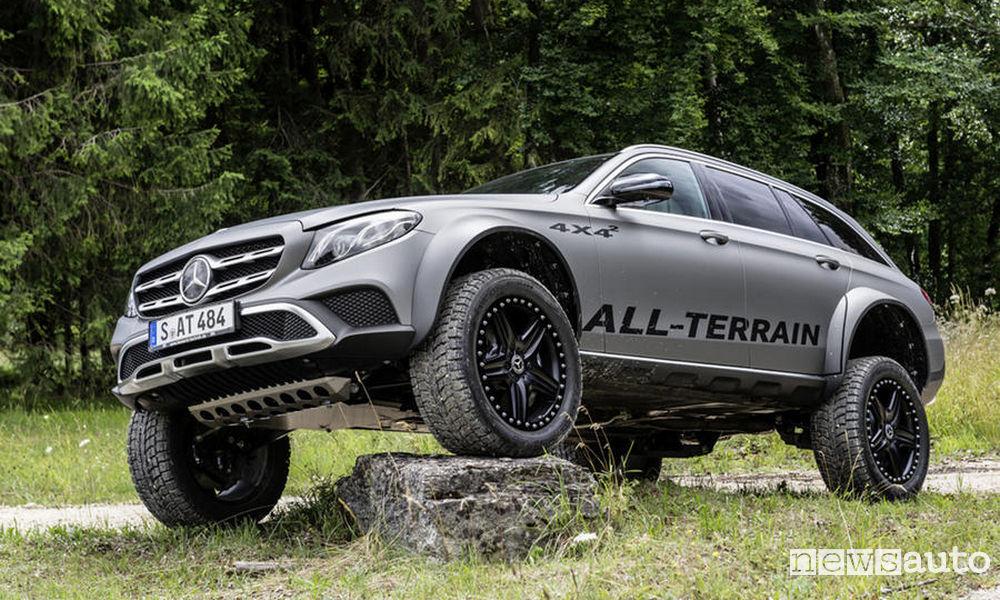 Vista di profilo della Mercedes-Benz Classe E All-Terrain 4x4²
