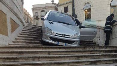 Incidente Piazza di Spagna auto a Trinità dei Monti