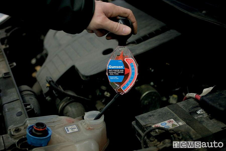 manutenzione auto fai da te cambio liquido antigelo