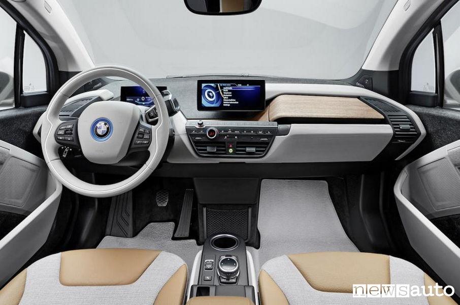 10 auto elettriche più vendute in Italia BMW i3 interni