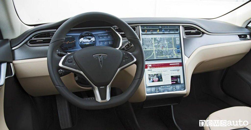 Radio DAB+ sulla Tesla e il suo caratteristico display multimediale