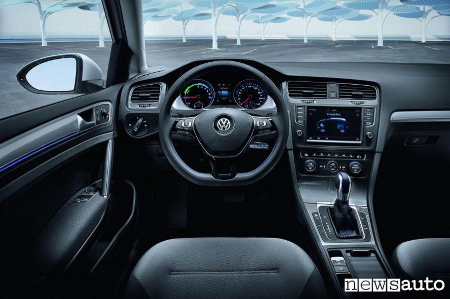 10 auto elettriche più vendute in Italia VW Golf interni