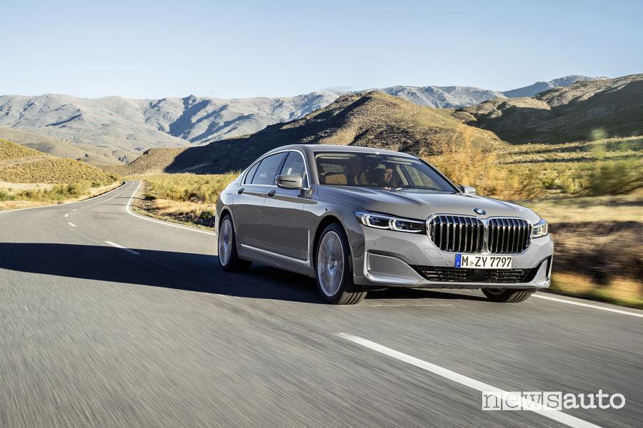 BMW Serie 7 2019, vista di profilo