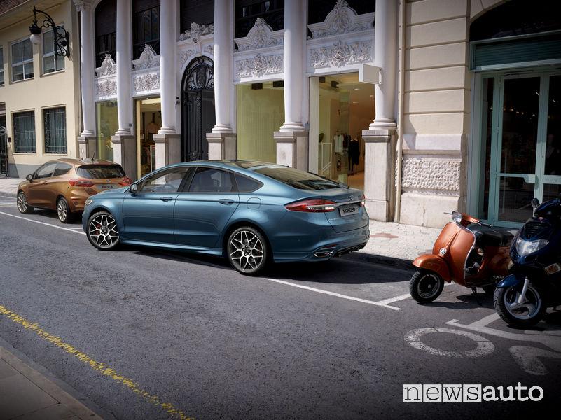 Park assist sulla Ford Mondeo Hybrid 2019, aiuto al parcheggio automatico
